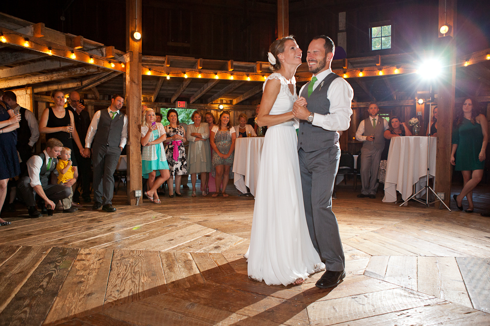 wedding_octagonal_barn_cornelius_pass_roadhouse_dance