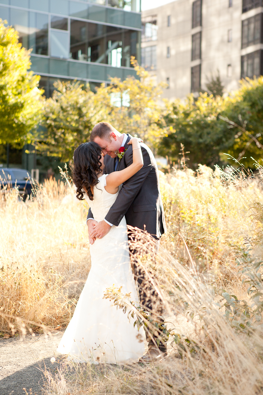 first-look-tanner-springs-park-portalnd-wedding