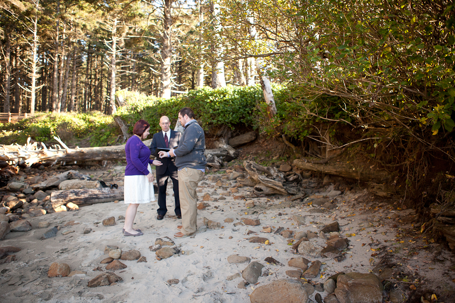 oregon-elopement-beach-ceremony-cape-lookout