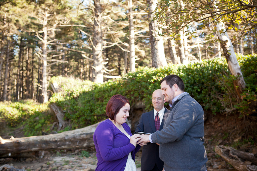 oregon-elopement-beach-ceremony-tillamook