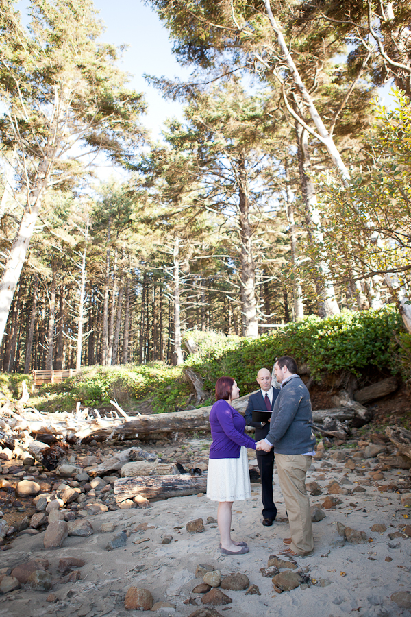oregon-elopement-beach-ceremony