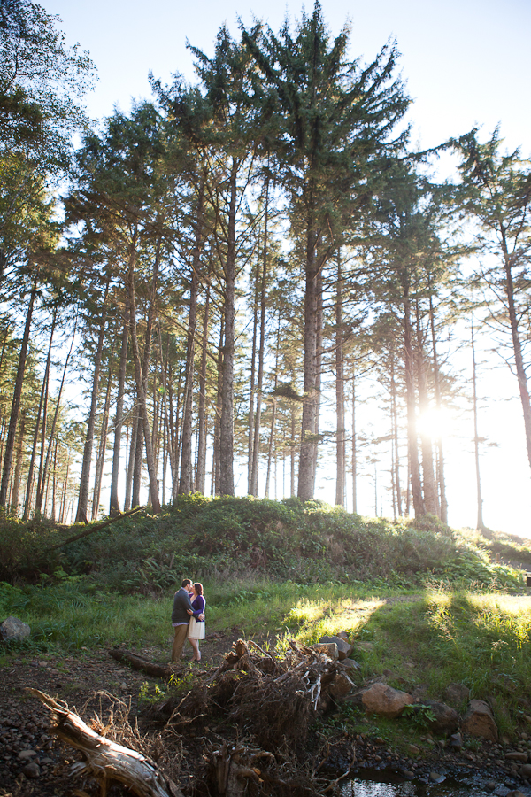 oregon-elopement-beach-near-forest-wedding-photos