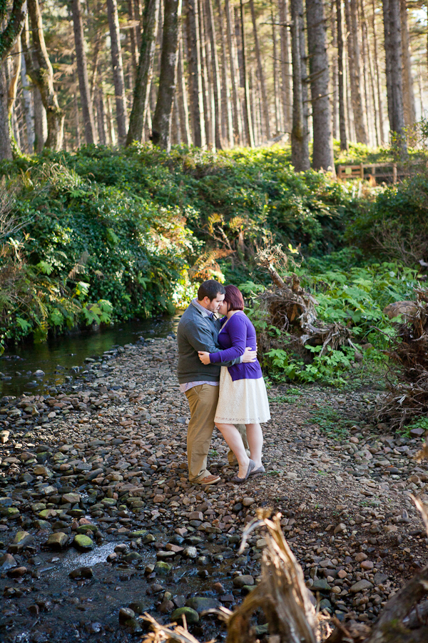 oregon-elopement-beach-photos-in-rocky-creek