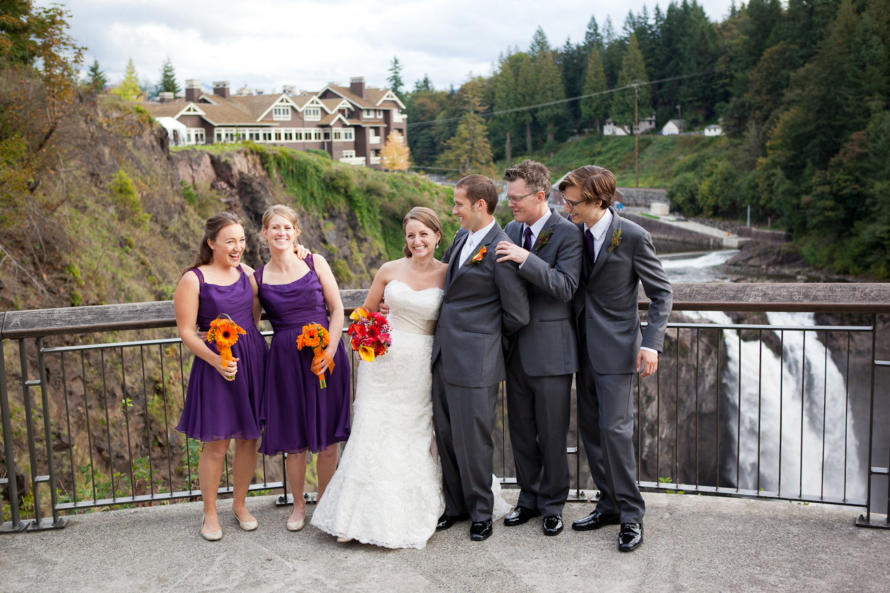 snoqualmie-falls-bridal-party-picture