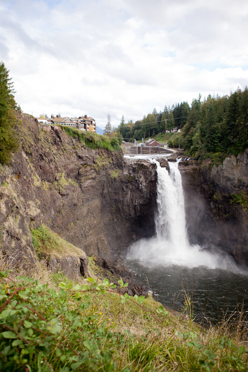 snoqualmie-falls-october-wedding