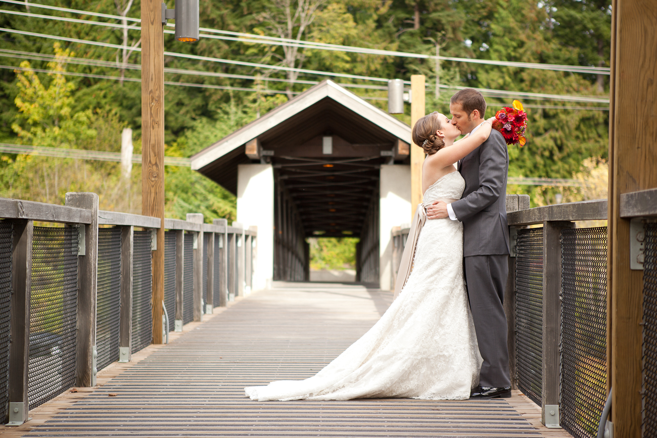 snoqualmie-falls-wedding-photos-on-bridge