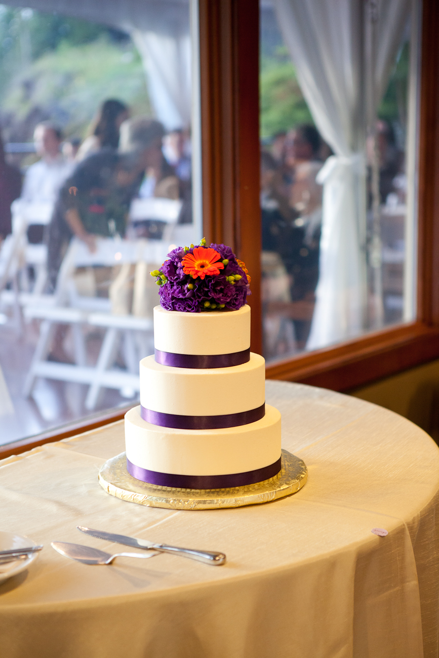 snoqualmie-purple-orange-wedding-cake